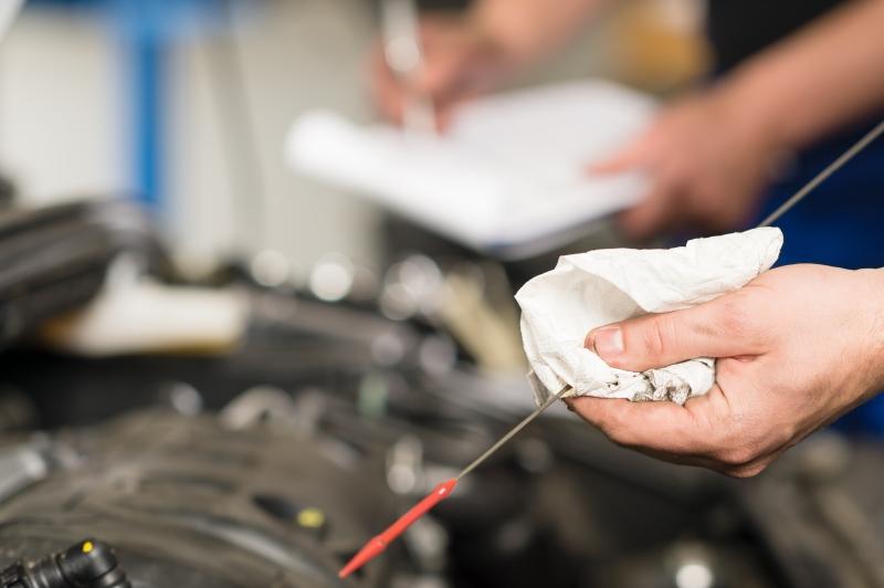 5678447-hand-of-car-mechanic-checking-oil